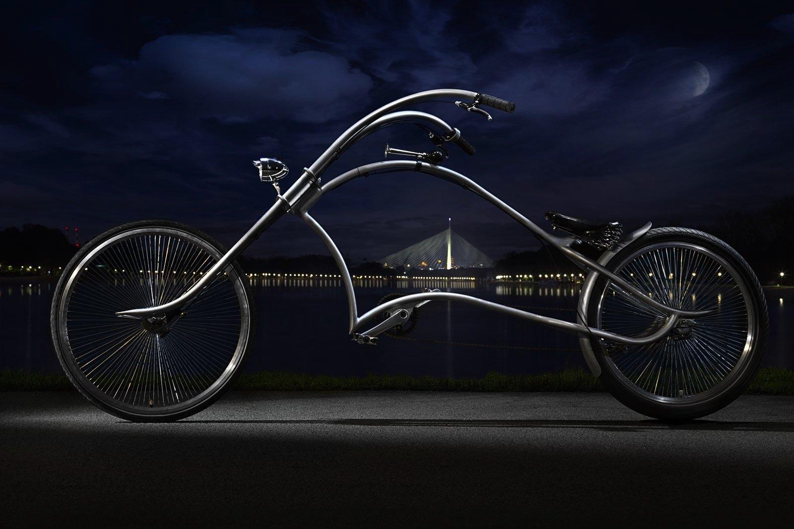 Ein drei Meter langes Kunstwerk aus rostfreiem Edelstahl: das Fahrrad Archont von Ono Bikes.
