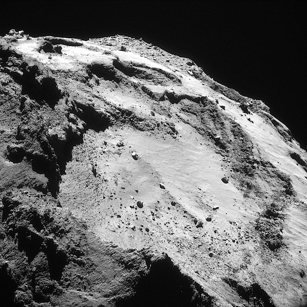 Die Oberfläche des Kometen Tschuri am 15. März 2016, aufgenommen von der Raumsonde Rosetta.