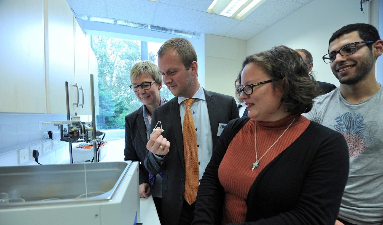 Die Bio-IngenieurinMichelle Oyen arbeitet an der Universität Cambridge an neuen Baustoffen.