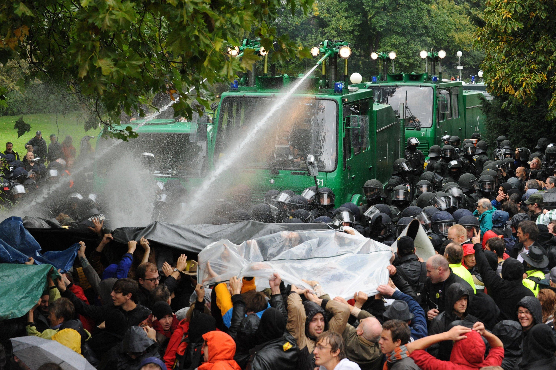Demonstration gegen Stuttgart 21 am30. September 2010 im Schlossgarten in Stuttgart: Schon früh wiesen Kritiker des Projektes auf die Kostenrisiken hin.