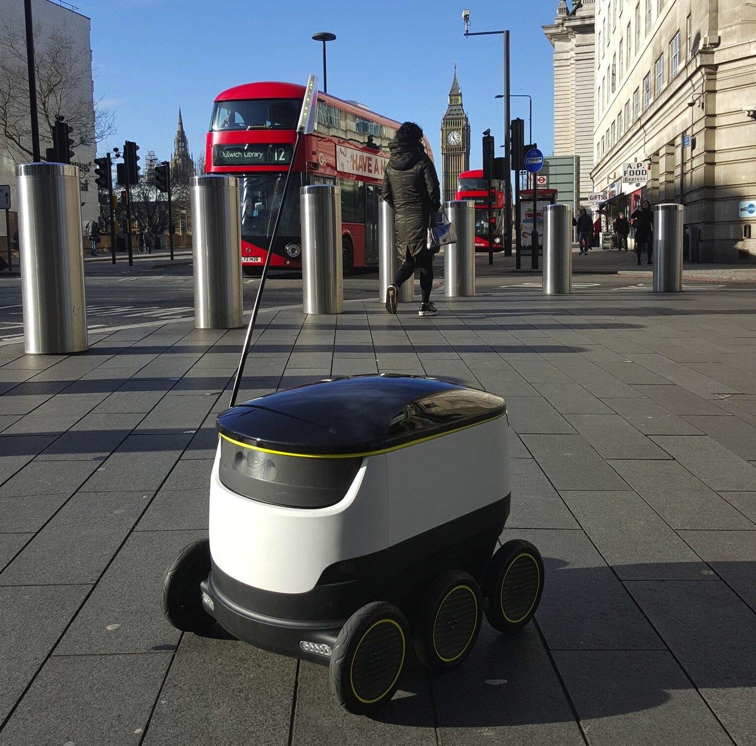 Der Starship-Roboter soll demnächst in London, Düsseldorf, Bern und einer weiteren deutschen Stadt getestet werden.