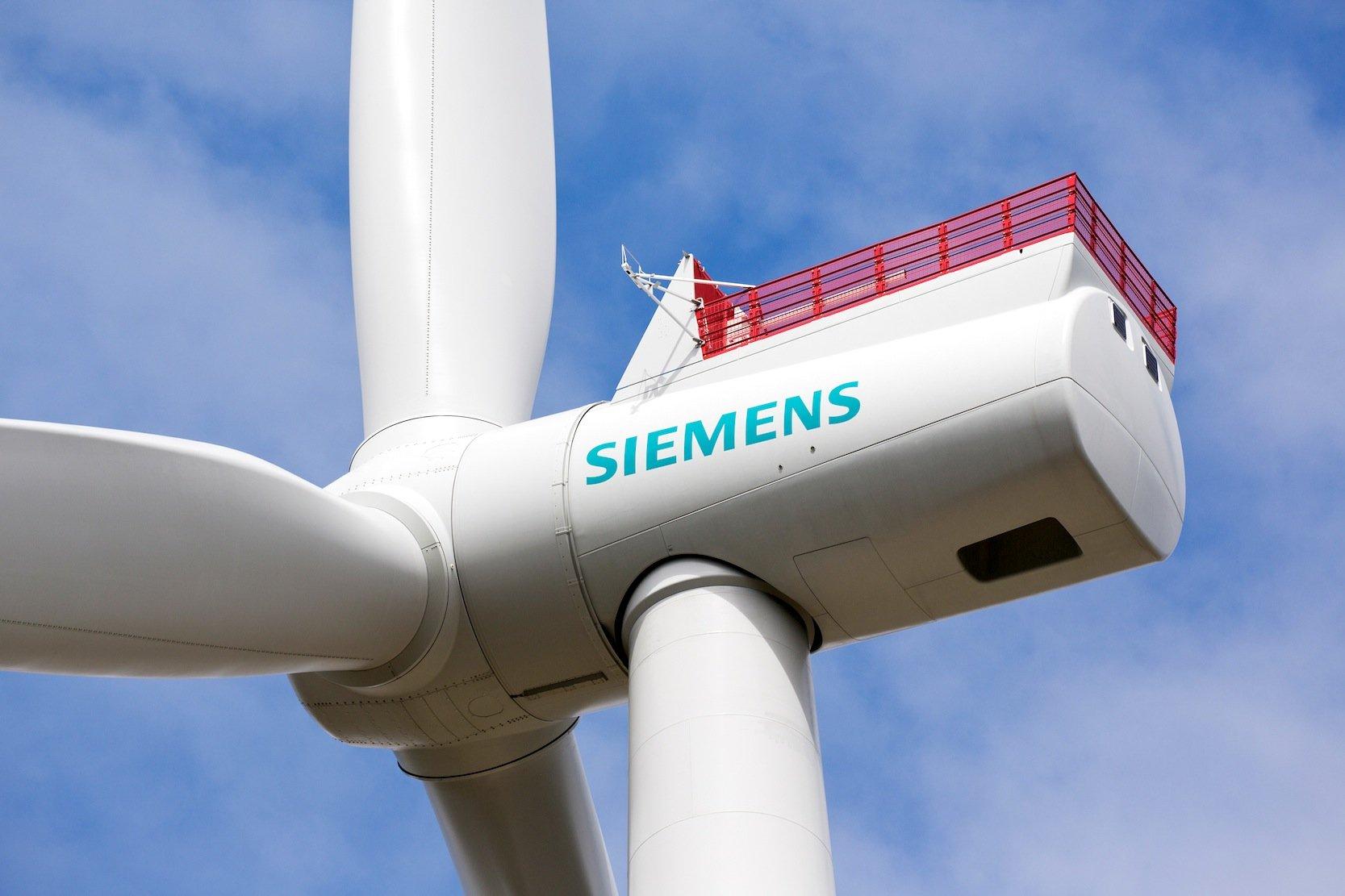 Derzeit testet Siemens seine Offshore 7-MW-Windenergieanlage SWT-7.0-154 im dänischen Østerild. 2017 soll die Anlage in Serie gehen. Ein Jahr später folgt eine verbesserte Version mit den gleichen Rotordimensionen, aber erhöhter Leistung von 8 MW.