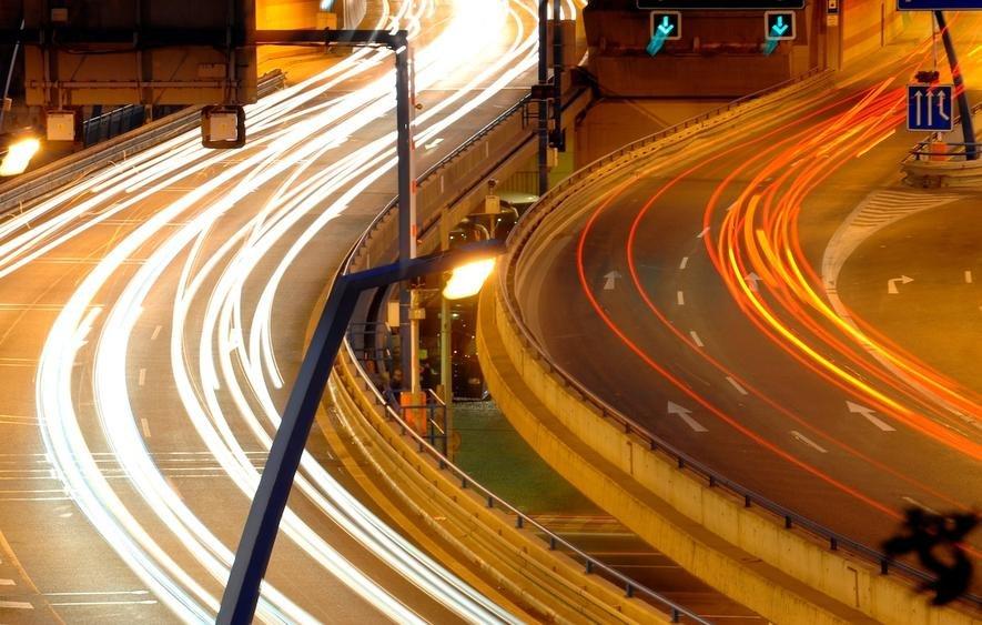 Verkehrsüberwachungstechnik von Siemens: In Großbritannien gibt es inzwischen mehr als 10.000 Überwachungskameras, die statistisch jedes fahrende Auto viermal pro Stunde erfassen. Daraus lassen sich problemlos Bewegungsprofile erstellen. Werden zur Fahndung ausgeschriebene Autos entdeckt, bekommen Polizeistreifen in der Nähe ein Signal.