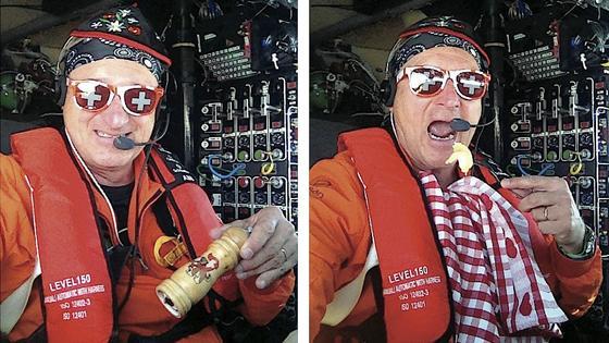 Pilot André Borschberg versteht Humor: Gegen 13 Uhr hat er sich über dem Mittelmeer ein Schweizer Raclette mit Solarenergie zubereitet – das erste Schweizer Solar-Raclette der Welt. Guten Appetit in 13.000 Fuß Höhe.