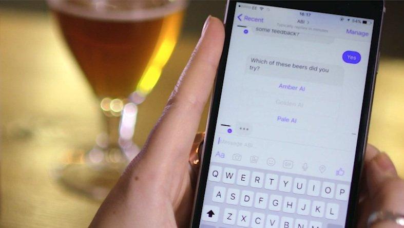 Mischt mit: Im Chat fragt eine Künstliche Intelligenz den Geschmack der Biertrinker ab und verändert anhand der gesammelten Daten und logischen Schlussfolgerungen das Rezept für den Brauer.