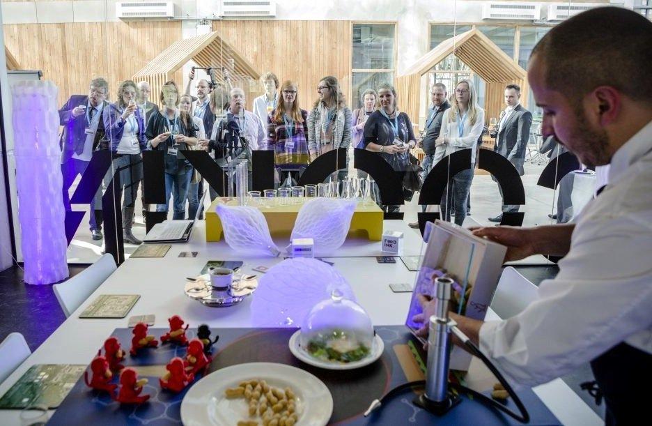 Die Erfinder des 3D-Druck-Restaurants wollen mit ihren Speisen auf Tournee gehen. Hier ein Bild einer Demonstration in Venlo in den Niederlanden.