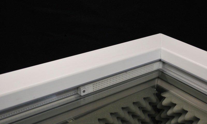 Kleine Sache, große Wirkung: Der Lautsprecher passt in den Fensterrahmen und sorgt dafür, dass es im Haus nur noch halb so laut ist.