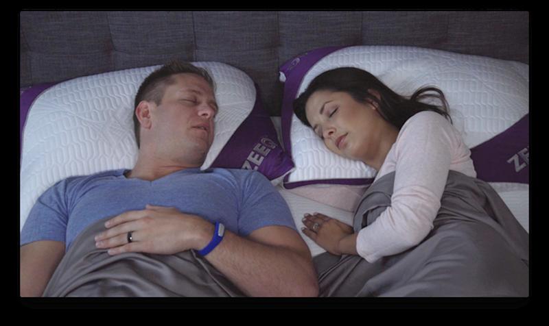 Mit dem ZEEQ-Kissen kehren Ruhe und Eintracht ins gemeinsame Schlafzimmer zurück, verspricht HerstellerRem-Fit.