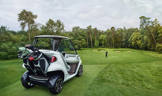 Mercedes Golf Car im Einsatz. Die Reichweite des kleinen Gefährts liegt bei 80 km. Danach müssen die Lithium-Ionen-Akkus für sechs Stunden an die Steckdose.