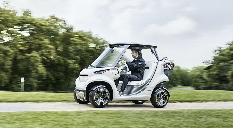 In den USA soll das Mercedes Golf Car sogar die Straßenzulassung erhalten. Golfer könnten dann mit 30 km/h direkt nach Hause fahren.
