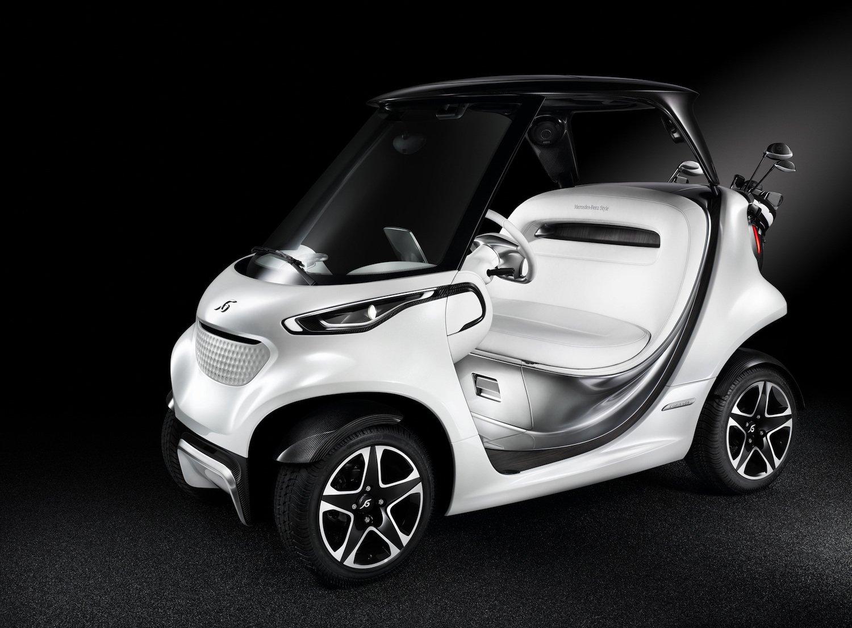 Der Grill mit Lufteinlassschlitz demonstriert die gewollte Nähe zum Automobil. Typisch für Daimler sind auch dieFünf-Speicherfelgen mit glanzgedrehten Doppelholmen.