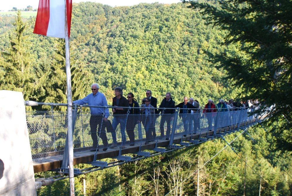 Mutprobe für Ingenieure: Gang über die längste Hängeseilbrücke Deutschlands