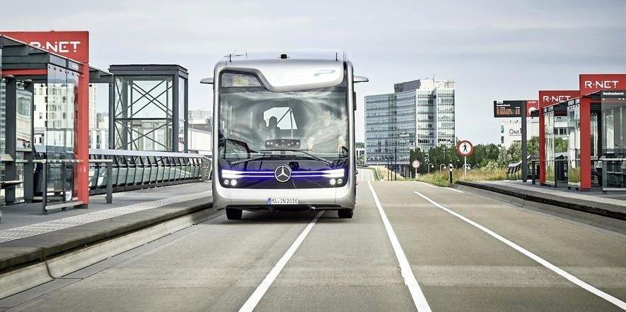 Erste autonome Busfahrt mit einem Elektrobus von Mercedes