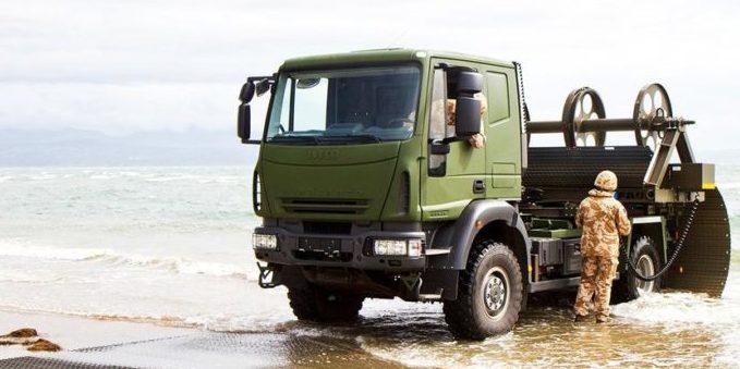 Dieser Truck hat seine Straße dabei: ausrollen und drüberfahren