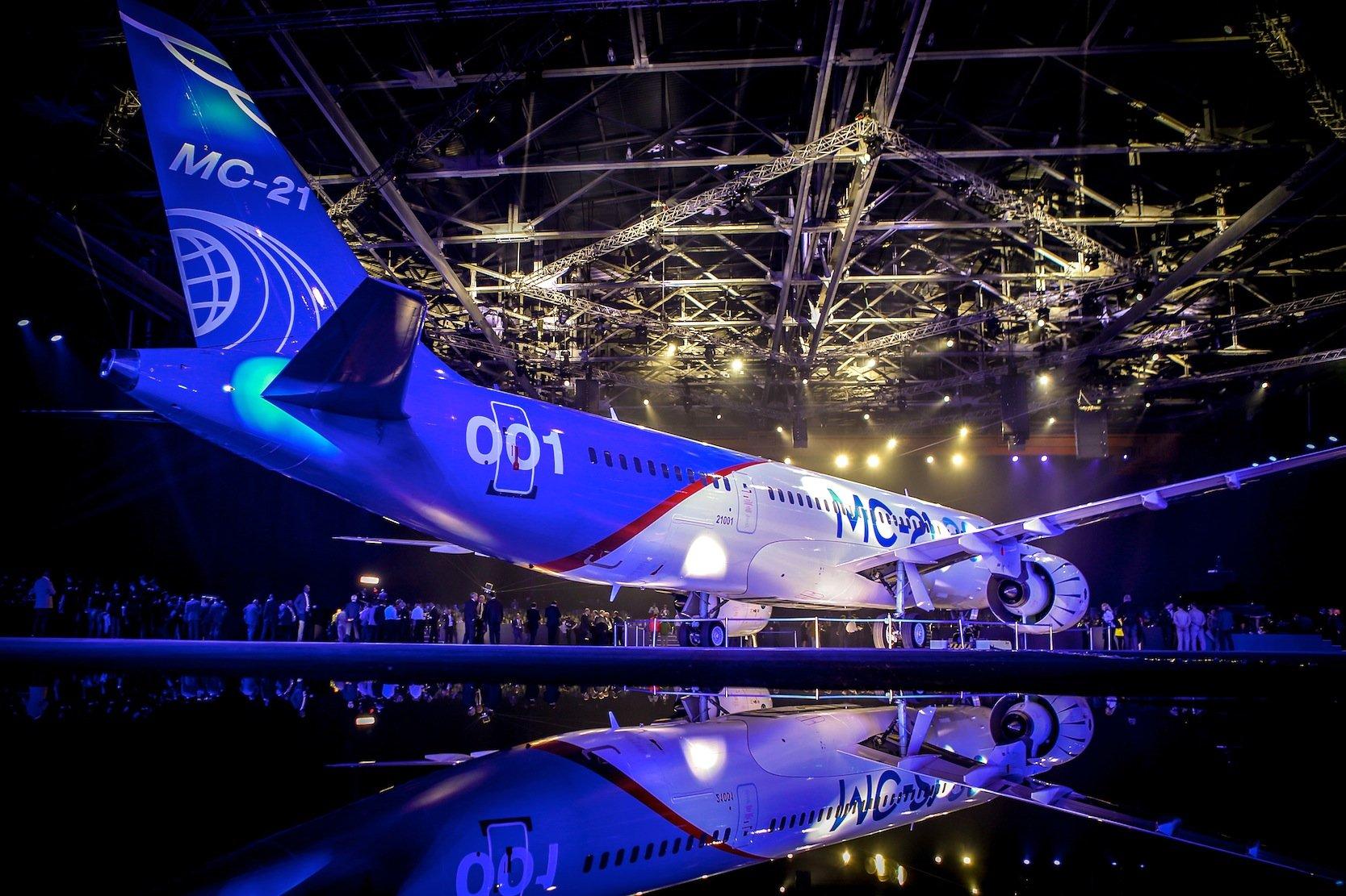 Mit dem Mittelstreckenflugzeug MS-21 will der russische Hersteller Irkut gegen Airbus und Boeing antreten. Die Serienproduktion soll 2017 anlaufen.
