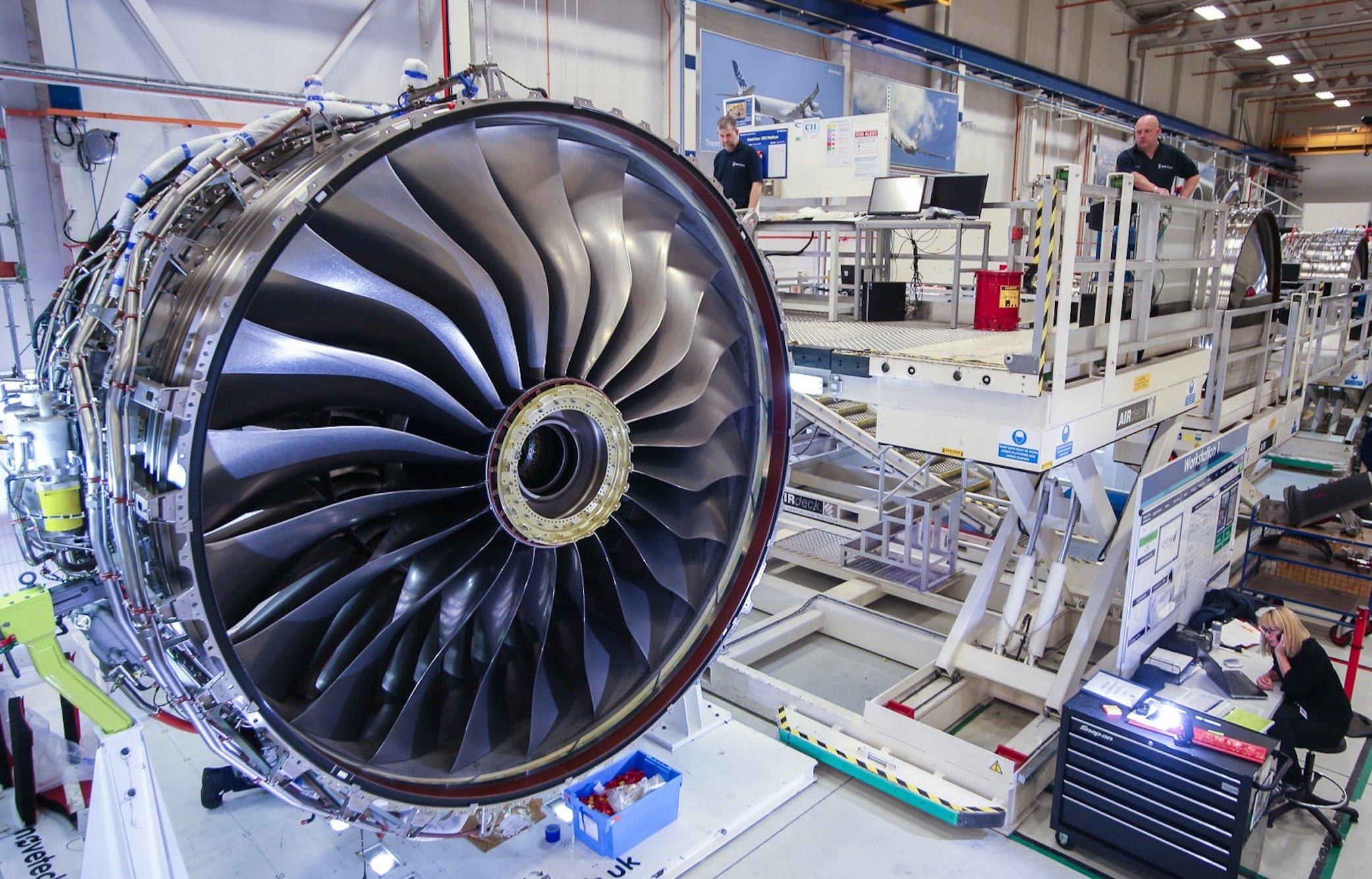 Überprüfung eines Rolls-Royce-Triebwerkes Trent XWB.