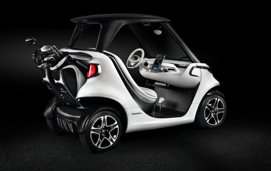 Daimler hat ein Luxusauto für den Golfplatz entwickelt.