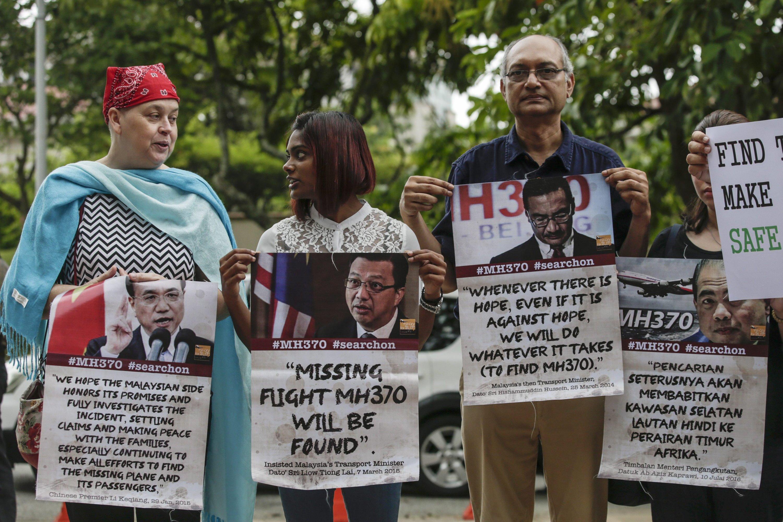 Angehörige der Opfer des Fluges MH370 fordern, die Suche nach den 239 Opfern nicht aufzugeben. Die Suche soll in zwei Wochen eingestellt werden.