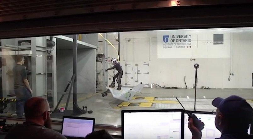 Vier Stunden lang testete das Team das WingBoard im Windkanal.