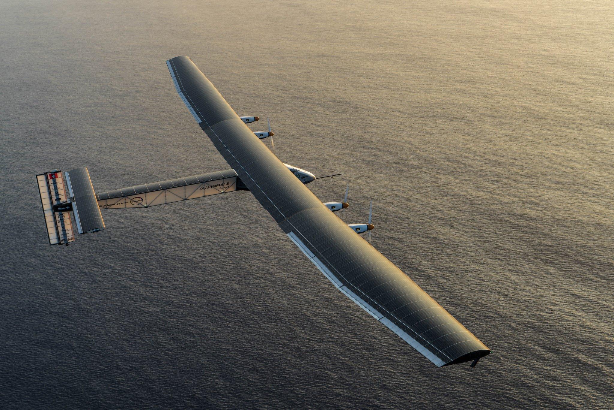 Auf der Oberfläche der Solar Impulse 2 sind 17.248 Solarzellen befestigt. Angetrieben wird sie von vier Elektromotoren mit zusammen 60 PS Leistung.