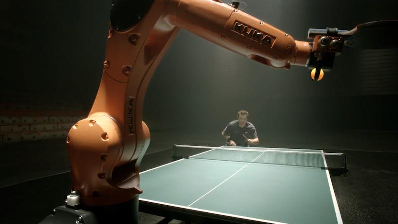Im Werbevideo duelliert sich Boll mit dem Roboterarm. Alles wirkt spontan und echt. Kuka bestätigte allerdings gegenüber Ingenieur.de, dass das Spiel programmiert war. Ein völlig freies Match sei erst in ein paar Jahren denkbar.