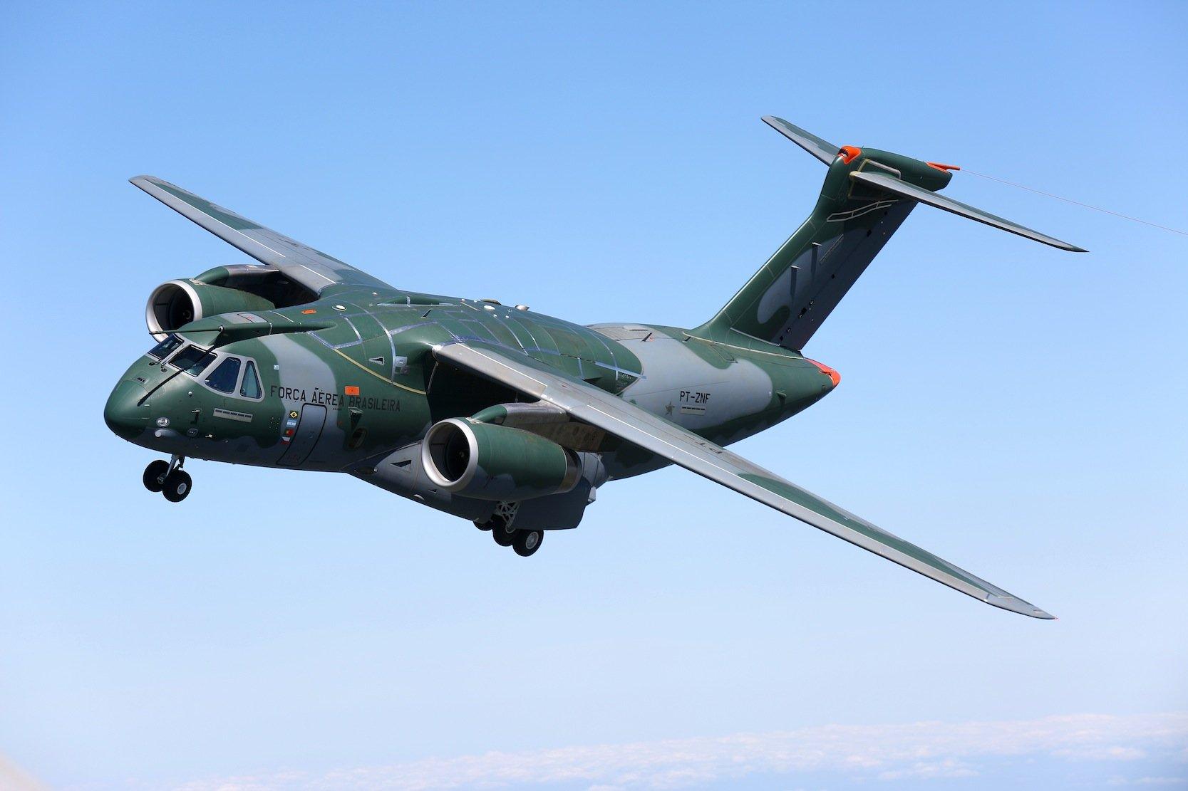 Die KC-390 von Embraer kann 80 Soldaten samt ihrer normalen Ausrüstung transportieren. Die Reichweite liegt bei knapp 5.000 km.