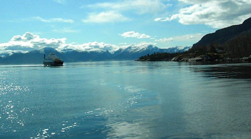 Eine schwimmende Brücke als Alternative scheidet aus: Dann wären attraktive Schiffsreisen auf dem Fjord bis tief ins Land nicht mehr möglich.