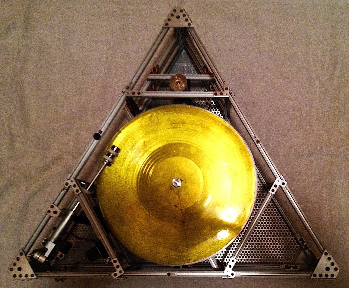 Das ist der Schallplattenspieler The Icarus Craft, der die erste Schallplatte der Welt im Weltall abspielen wird.