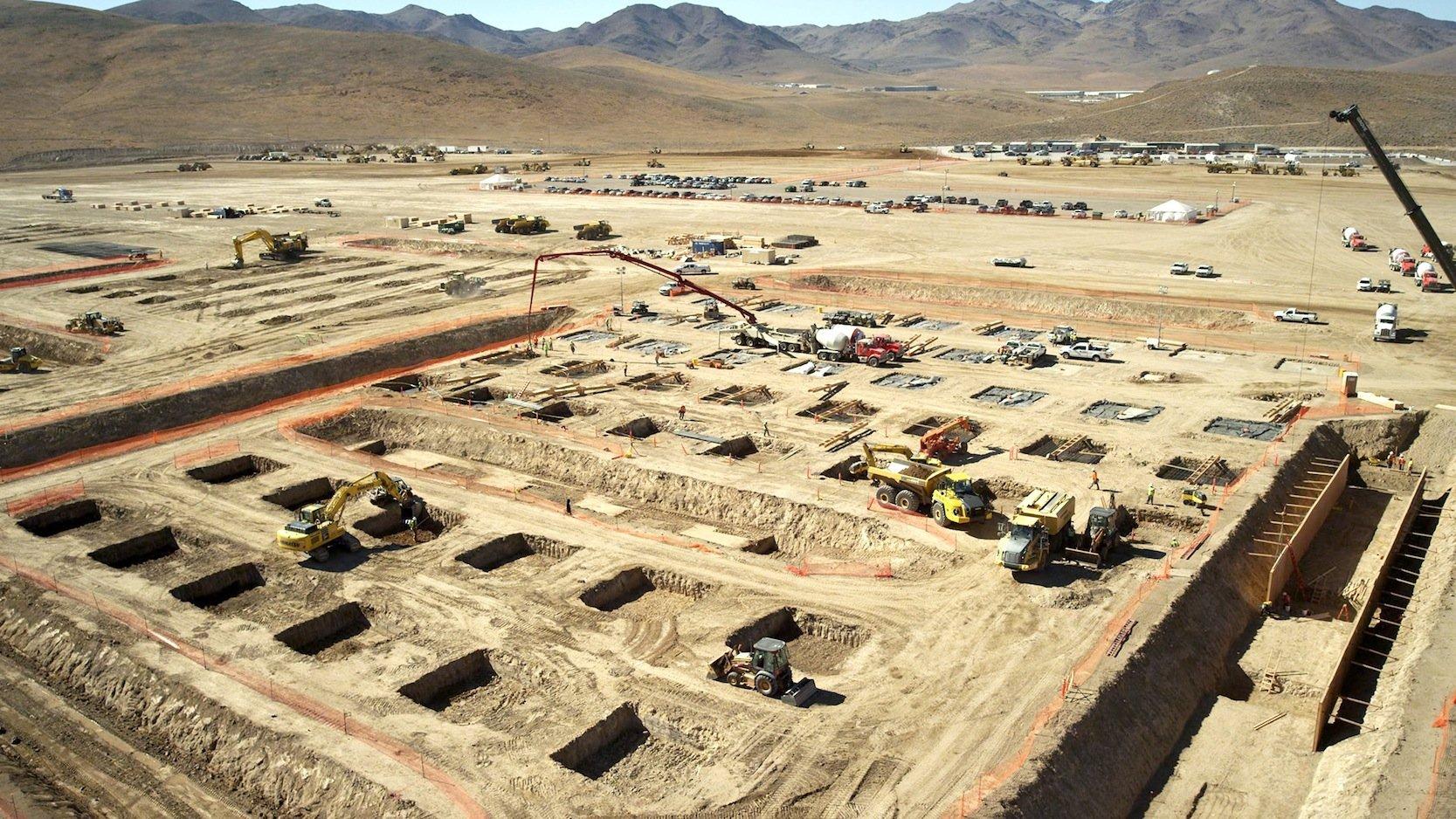 Baubeginn im November 2014: Tesla baut seine Batteriefabrik in der Wüste Nevadas.