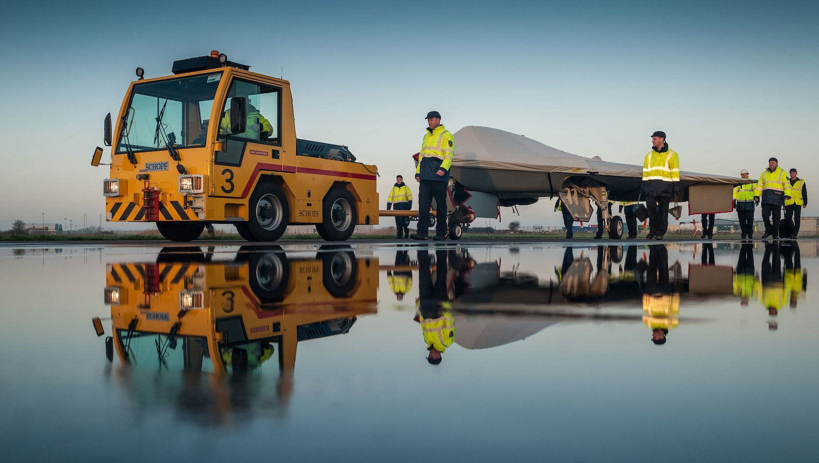 Taranis ist kompakt gebaut. Bei Testflügen steuern an der Entwicklung beteiligte Ingenieure sie vom Boden aus. Bei Überschallgeschwindigkeit kann sie auch autonom fliegen.