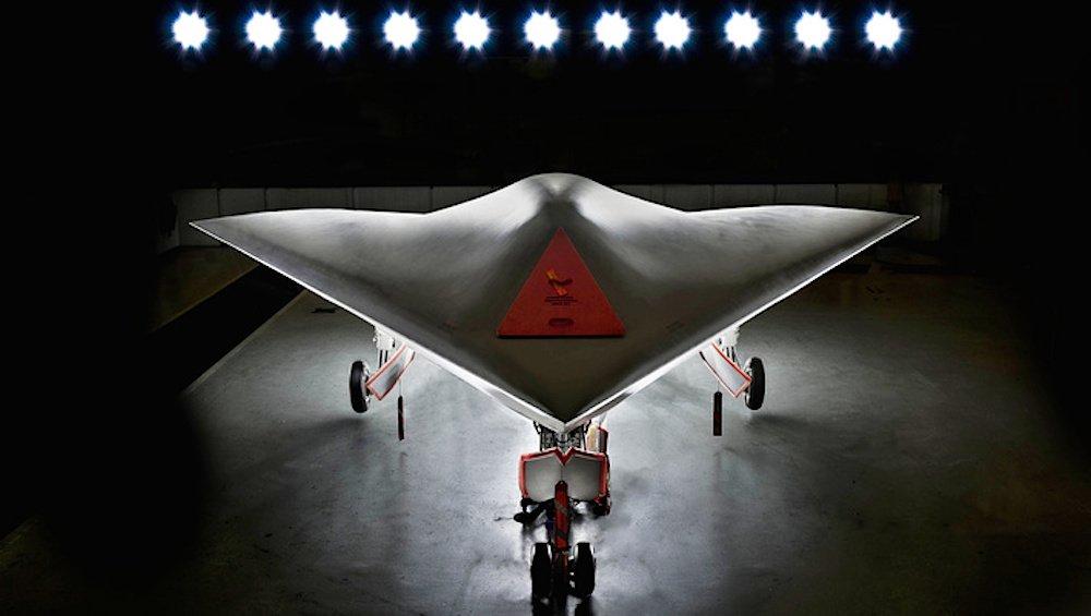 Seit zehn Jahren wird an der Entwicklung der Drohne gearbeitet. 2012 war der erste Prototyp fertig. Das britische Verteidigungsministerium erwartet, dass Taranis 2030 einsatzbereit ist.