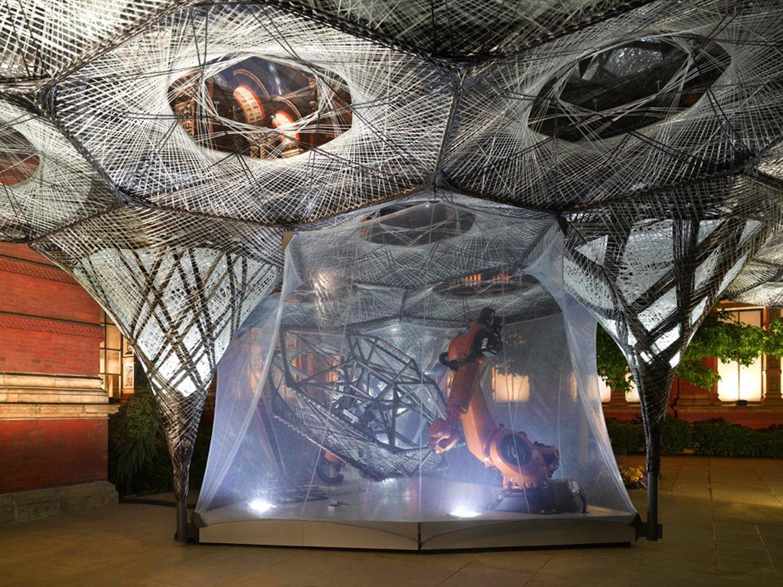 Elytra Filament Pavilion: Beim Bau kamen Industrieroboter von Kuka zum Einsatz. Das Gebilde steht heute im Innenhof des Victoria & Albert Museums.