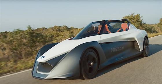 Blade Glider auf der Straße. Journalisten und VIP dürfen mit dem E-Auto während der Olympischen Spiele über die Straßen flitzen.