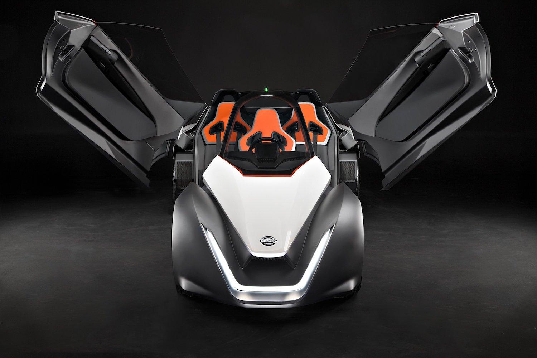 Ungewöhnliche Aufteilung: Im Blade Glider sitzt der Fahrer ganz allein. Hinter ihm nehmen zwei Beifahrer Platz.