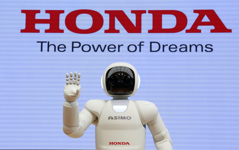 Hondas jüngste Träume: die Entwicklung eines Autos mit Künstlicher Intelligenz, das für den Fahrer zum echten Freund wird. Unterhaltungen inklusive.