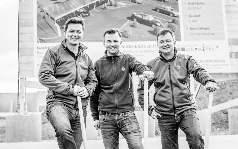 Die Brüder Philipp, Johann und Markus Kreisel sorgen derzeit mit ihrer Akkutechnik für Aufsehen. Für 15 Millionen € bauen die Geschwister eine eigene Batterie-Fabrik mit 70 Mitarbeitern.