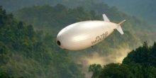 Fliegender Wal bringt ganze Häuser zum Schweben