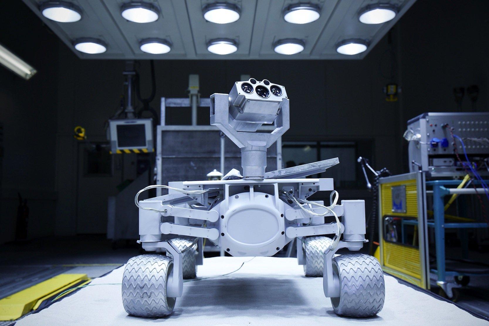 Im Labor simuliert Audi etwa die Temperaturbedingungen auf dem Mond, um den Mondrover Audi lunar quattro auf die 2017 geplante Mission vorzubereiten.