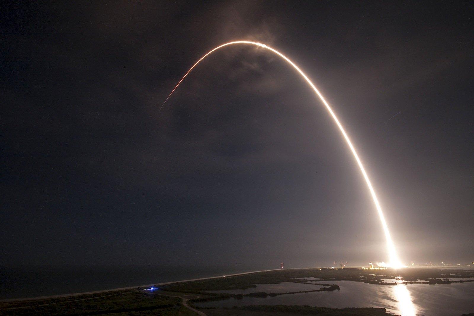 Einmal All und zurück: SpaceX will mehr. Dieselbe Rakete soll mehrfach liegen. Im Oktober eine Falcon-9, die im April schon einmal im Weltraum unterwegs war.