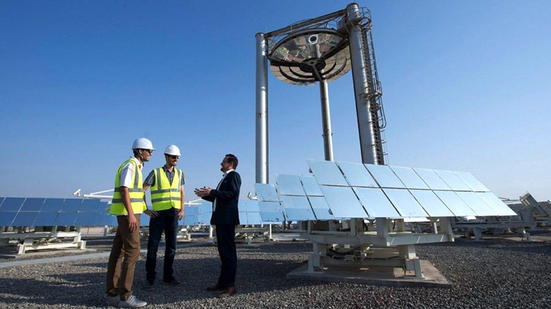 Testanlage in den Vereinigten Arabischen Emiraten: Den Strom von Solarkraftwerken will das Emirat in Wüstensand speichern. Der kann auf bis zu 1.000 °C erhitzt werden.