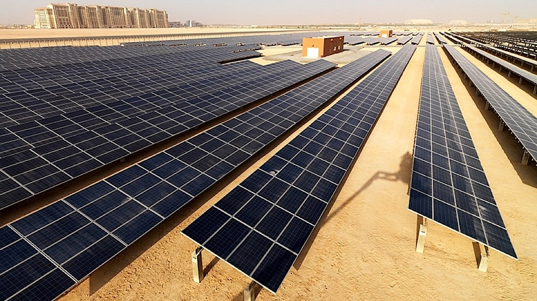 Solarkraftwerk in den Vereinigten Arabischen Emiraten: Bis 2030 will das Emirat 25 Prozent seines Energiebedarfs aus Sonne decken.