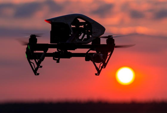 Mit Drohnen will die schwedische FreikircheLivets Ord digitale Bibeln in IS-Gebieten abwerfen.
