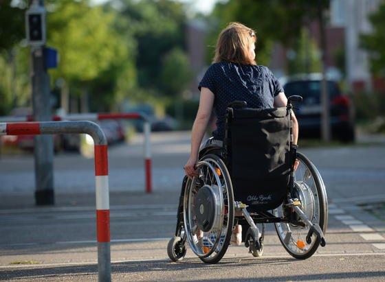 Es besteht Grund zur Hoffnung: Selbst Patienten, die nach einem Unfall schon viele Jahre im Rollstuhl sitzen, können durch monatelanges Spezial-Training ein wenig Beweglichkeit zurückerobern.