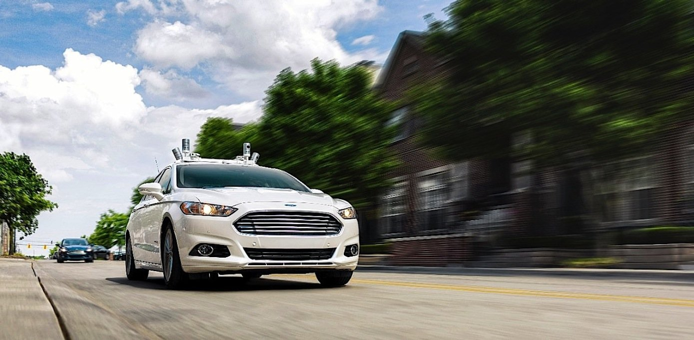 Ford mit autonomer Fahrtechnik in Dearborn: Die Testflotte will Ford jetzt von 10 auf 30 Fahrzeuge aufstocken.