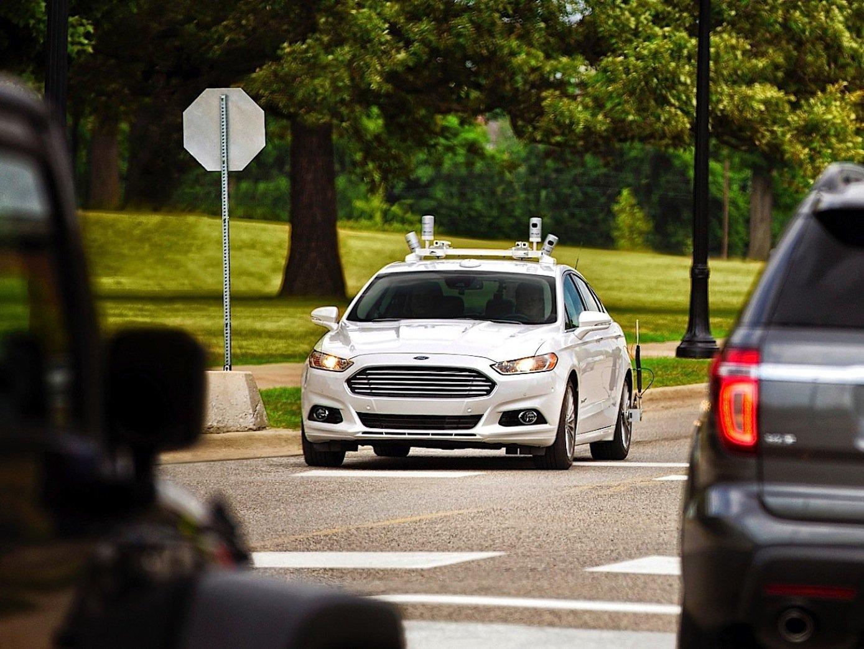 Spätestens in fünf Jahren will Ford ein Auto auf den Markt bringen, das komplett autonom fährt und nicht mal über ein Lenkrad verfügt.