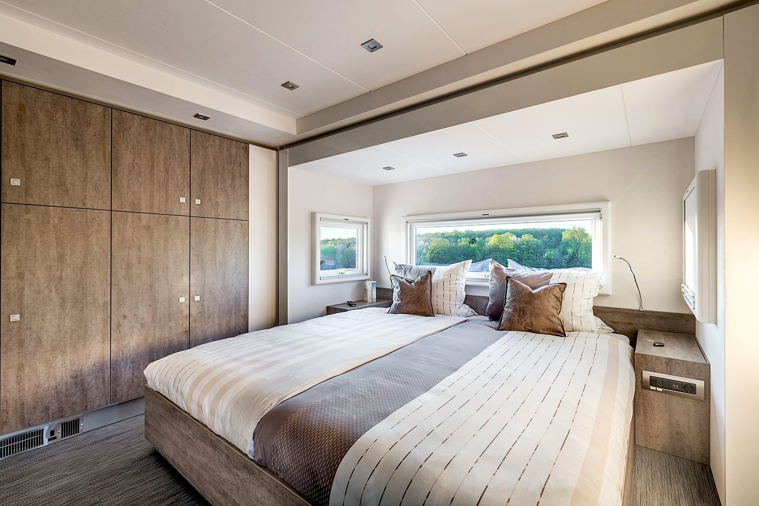 Im Schlafzimmer gibt es ein Doppelbett mit 1,80 m Breite.