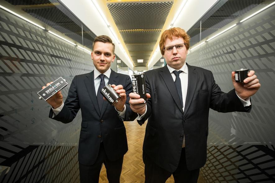 Skeleton-Gründer Oliver Ahlberg (l.) und Taavi Madiberk: Das Unternehmen will in Deutschland eine Produktion für Ultrakondensatoren aufbauen.