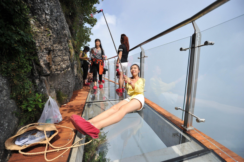 Skywalk gleich neben der Zhangjiajie-Brücke: Hier herzugehen, erfordert wirklich Mut.