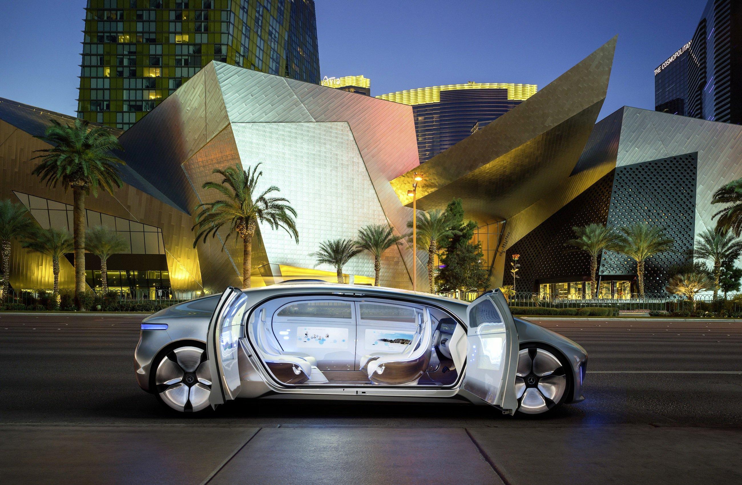 F 015 in Las Vegas: Die Sitze des Autos drehen sich bei geöffneten Türen um 30 Grad, um das Aussteigen zu erleichtern.