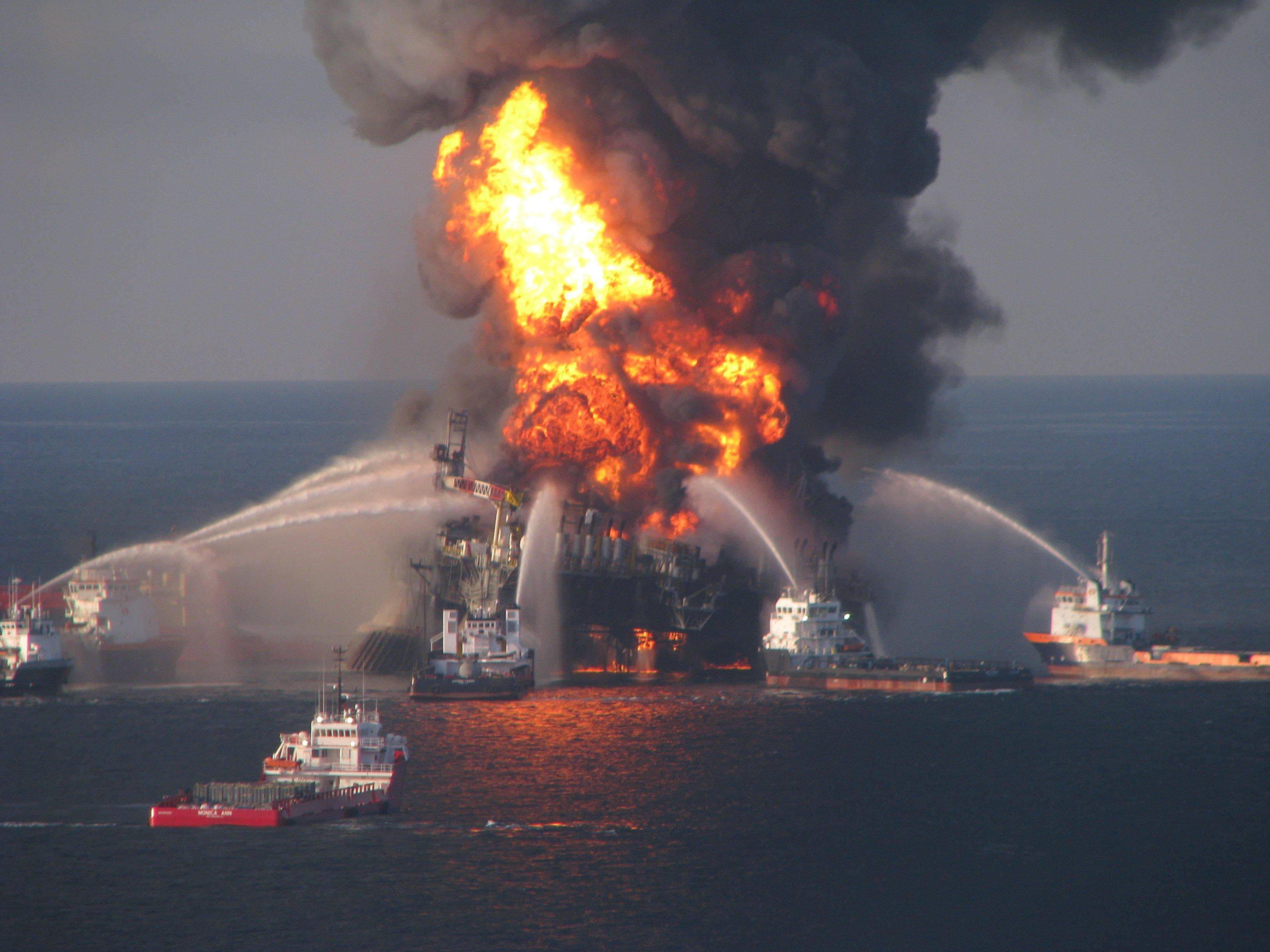 Die Ölbohrinsel Deepwater Horizon war nach einer Explosion im April 2010 gesunken. Das Unglück führte zu einer verheerenden Ölpest im Golf von Mexiko.